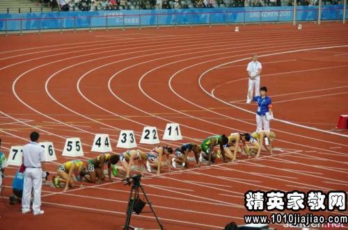 运动加油稿致垒球日本买足球鞋图片