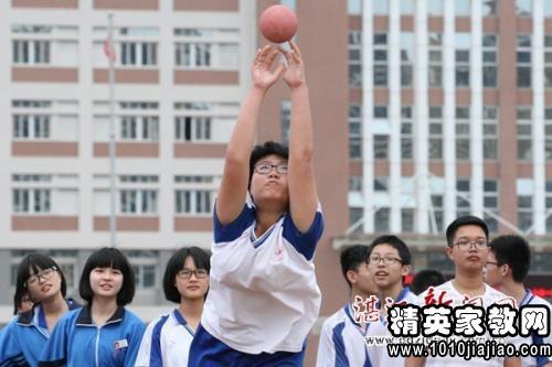 原地周涛说课稿:体育v原地投掷初中垒球与足球图片