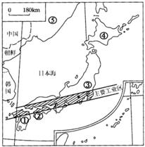 (1)日本工业集中分布于 , (2)结合日本地形略图